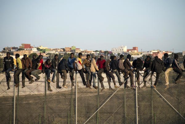 Hundreds of migrants storm fence to enter Spain from Morocco