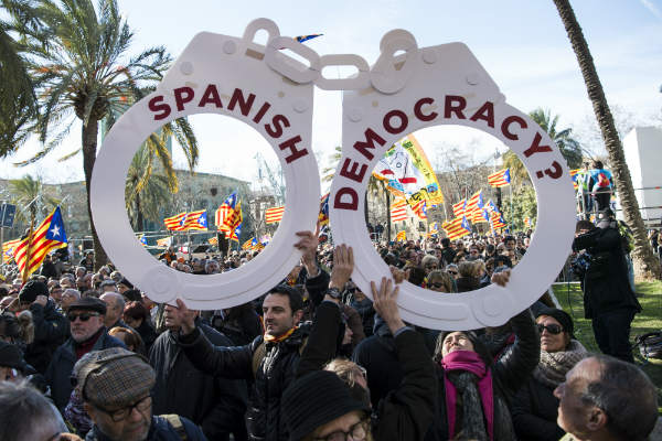 Former Catalan leader Artur Mas given two-year public office ban over illegal referendum