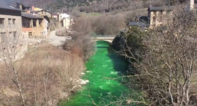 Alarm after river in Pyrenees turns fluorescent green