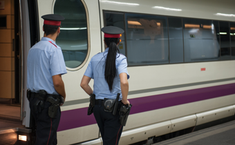 Moroccan man sparked panic on a train in Catalonia with fake bomb threat