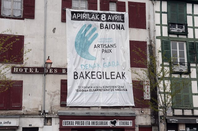 Basque group Eta gives France list of arms caches