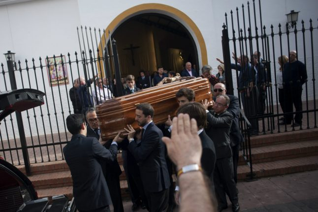 Fascist salutes as Franco minister is buried in Spain
