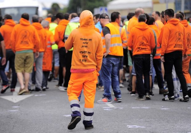 Spain's dockers end strike after deal with employers