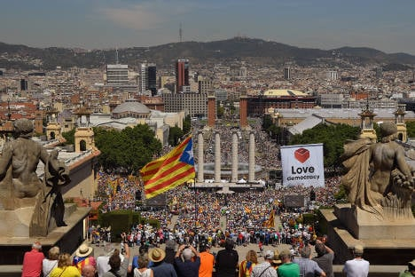 Thousands rally in Barcelona for Catalan independence vote