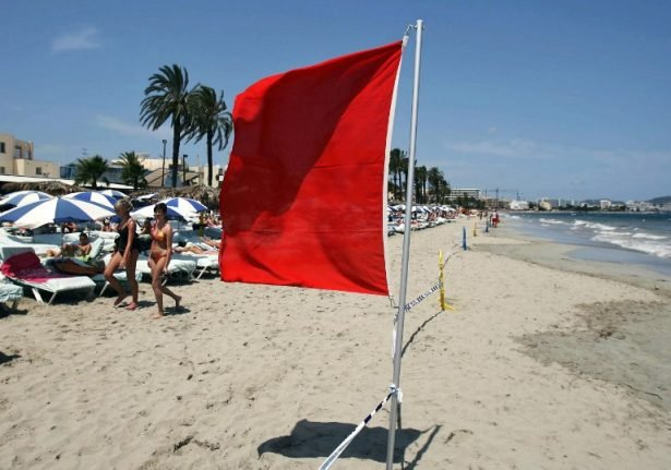 Couple drown after ignoring red flag on beach in Alicante