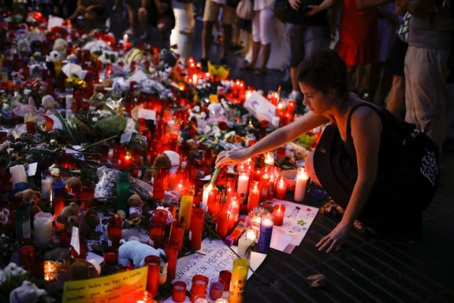 Rajoy urges Spain to show its 'love' in anti-terror march