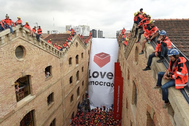 Thousands of students take to Barcelona's streets in defence of Catalan vote