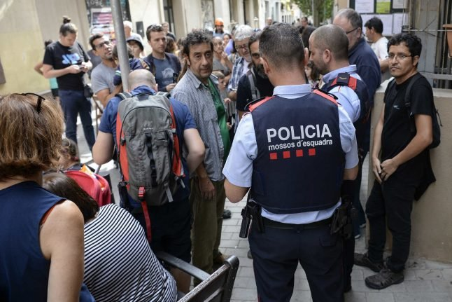 Police seal off 1,300 polling stations in Catalonia: govt