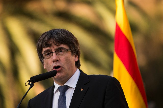 Puigdemont doesn't clarify if he declared independence and proposes two months of dialogue