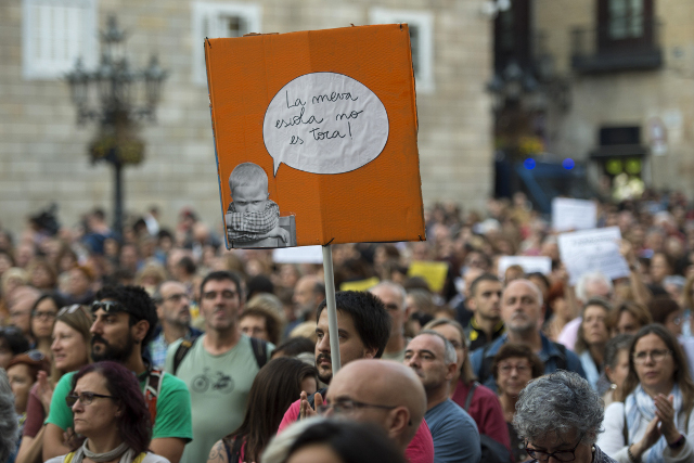 Catalan separatists prepare for peaceful resistance against Spanish authorities