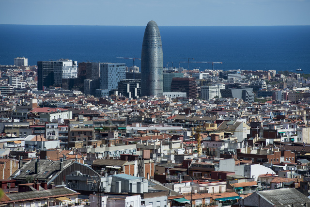Spain cuts growth forecast for 2018 due to Catalonia crisis