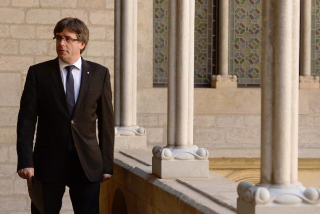 Catalan leader under cosh as independence deadline looms