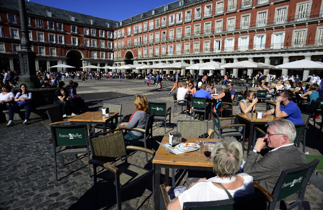 Tourism helps Spanish unemployment shrink, but most new jobs temporary