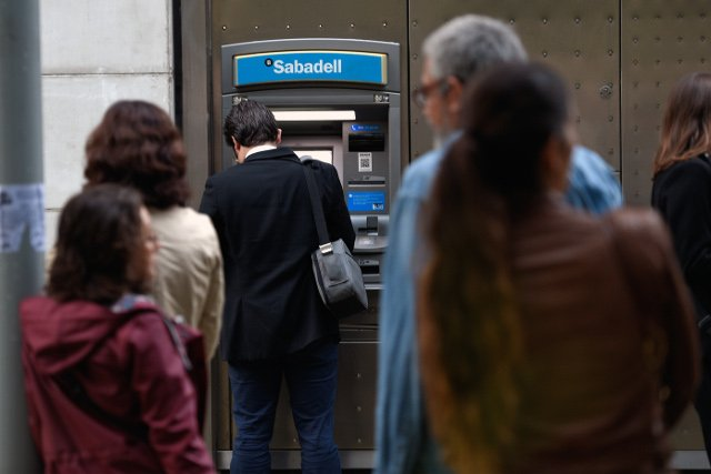Catalan separatists make mass cash withdrawals in protest