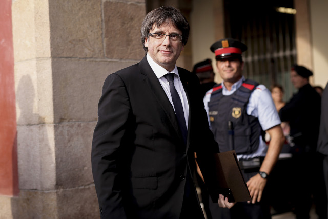 Catalan leader 'assumes mandate for independent state' but asks to suspend declaration