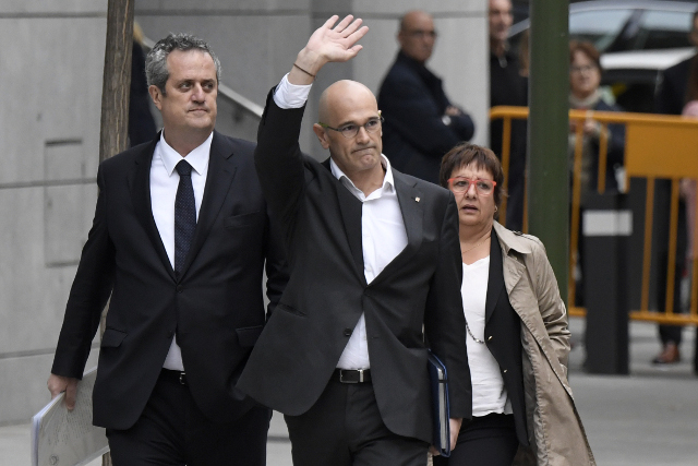 Prosecutors ask for Catalan separatist leaders to be detained