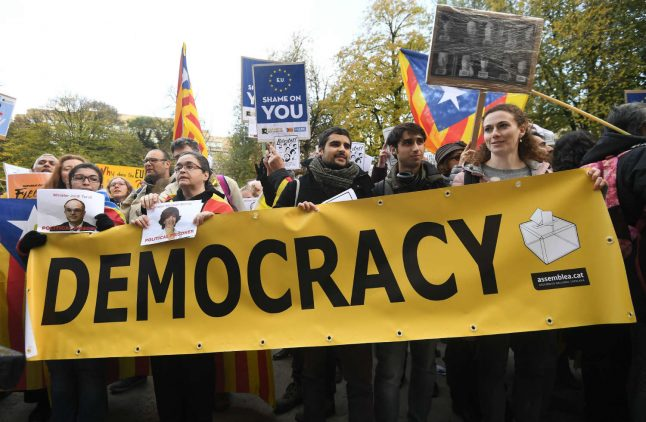 Hundreds gather for Catalan independence in Brussels