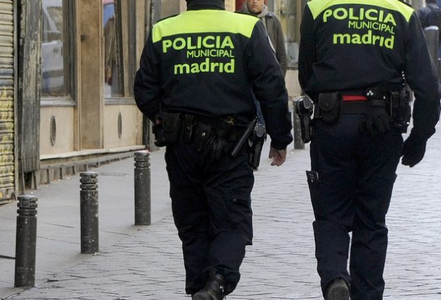 Madrid police suspends three officers over death threats to mayor and journalists in Whatsapp group