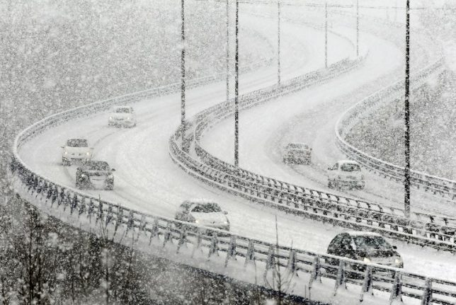 Spanish army called in as snow traps motorists
