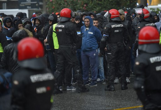 Marseille fans injure two security guards in Spain