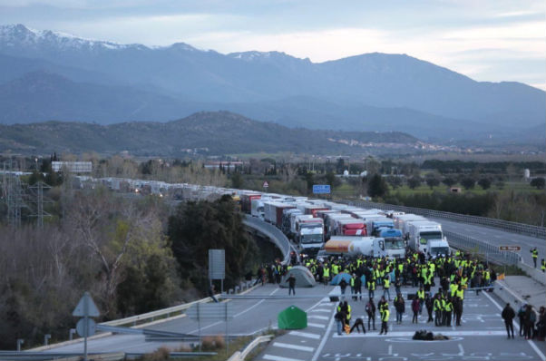 IN PICS: Roads blocked in Catalonia in Pro-Puigdemont protests