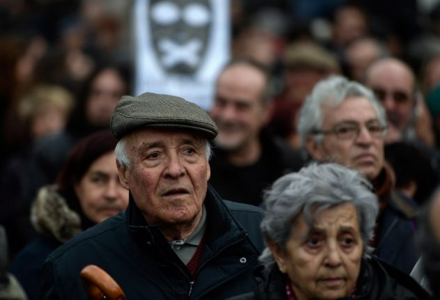 Spaniards rally for better pensions