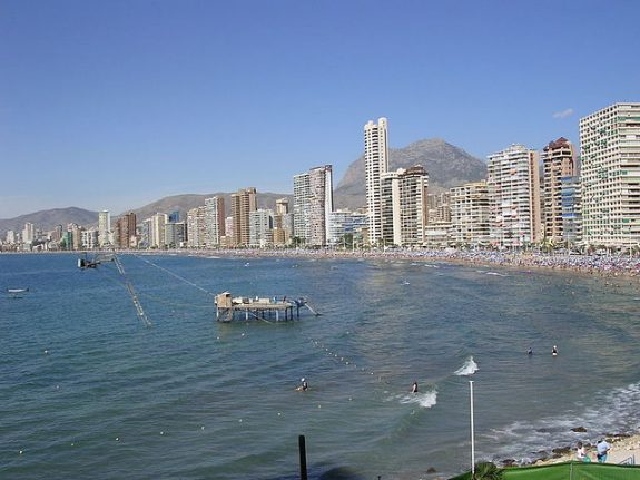 Police detain four Brits about to jump off Benidorm skyscraper for fun