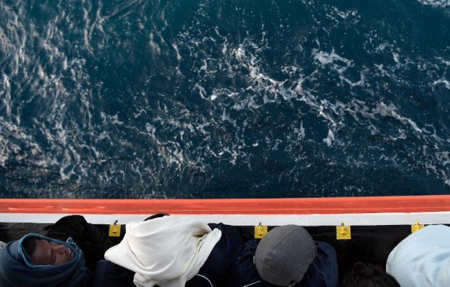 Spain urged to take in migrants abandoned by Malta and Italy