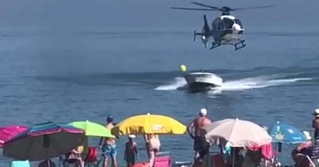 Video: Police chopper chases down speedboat smuggler at busy Spanish beach