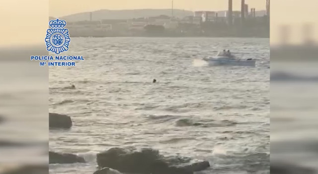 Spanish police officer swims 100 metres to rescue migrant from Mediterranean