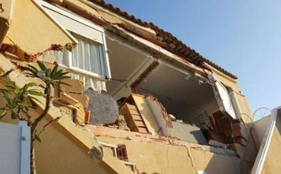 Eight homes evacuated, two injured, after villas collapse in Orihuela