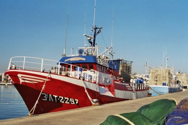 Spanish fishing vessel 'left in the lurch' after rescuing 12 migrants