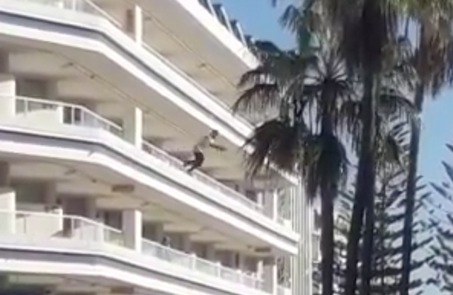 Video: Drugged Brit jumps off 4th floor balcony in Gran Canaria