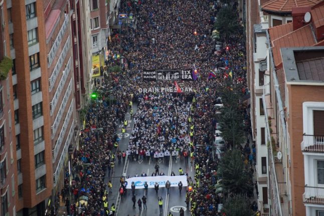 Thousands demand transfers for ETA prisoners in Basque protest
