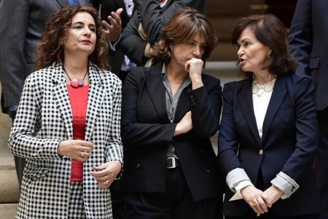 Spanish govt cosies up to Catalan separatists to draft survival budget