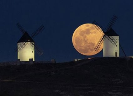 IN PICS: The Super Snow Moon as seen from Spain