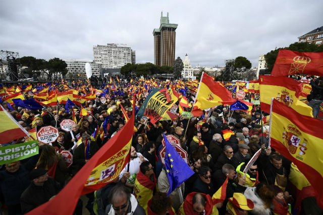 Nearly 50,000 protest protest in Spain against PM's talks with separatists