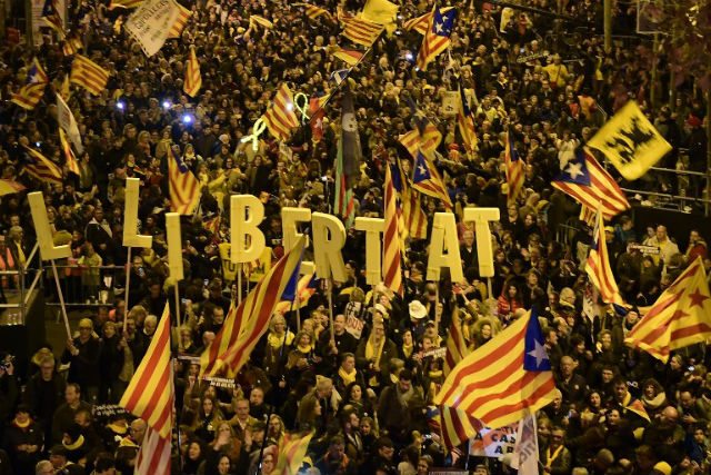 200,000 protest in Barcelona against separatist trial
