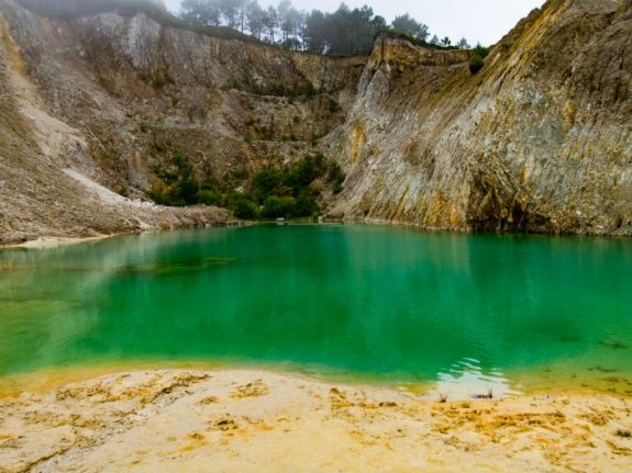 Toxic warning issues at Spain's most instagramable turquoise lake