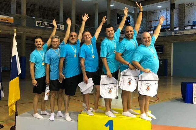 VIDEO: These Tenerife Dads surprised their daughters with a special graduation dance