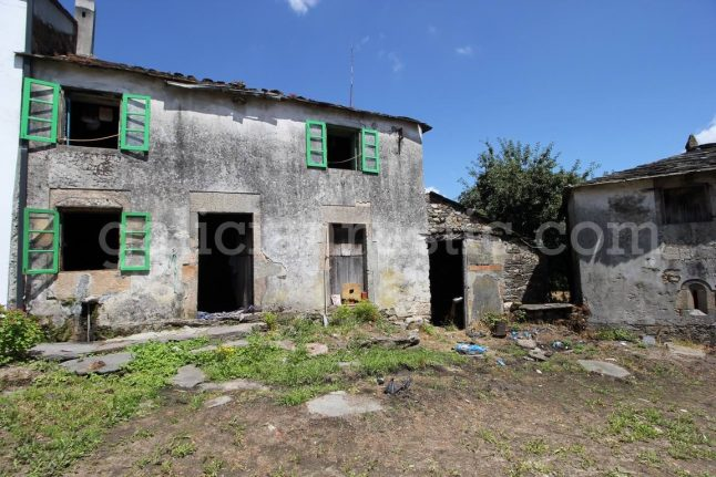 Group of friends buy entire abandoned Spanish village to fulfil retirement dream