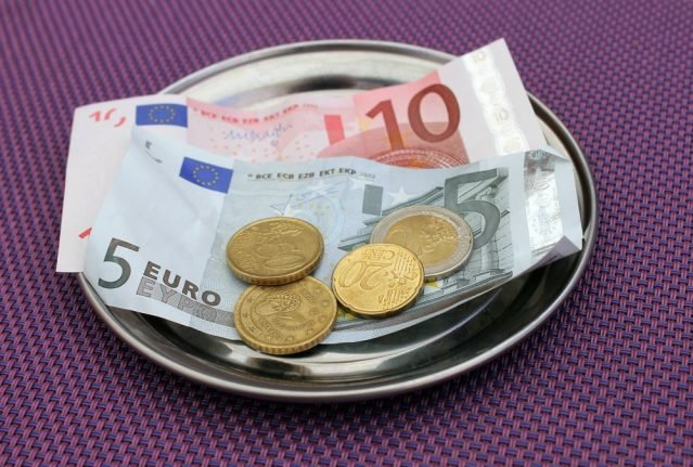 Three-step rule: How to spot fake euro notes circulating around Spain