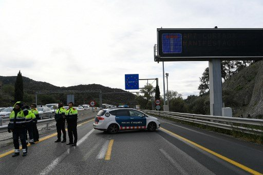 Catalonia protests: Separatists block Spain-France highway