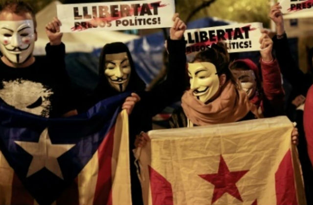 Madrid and Catalan separatists locked in online battle