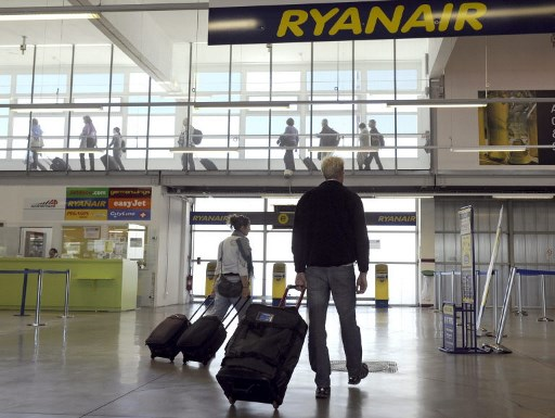Ryanair's cabin bag fee policy ruled 'abusive' by Spanish court