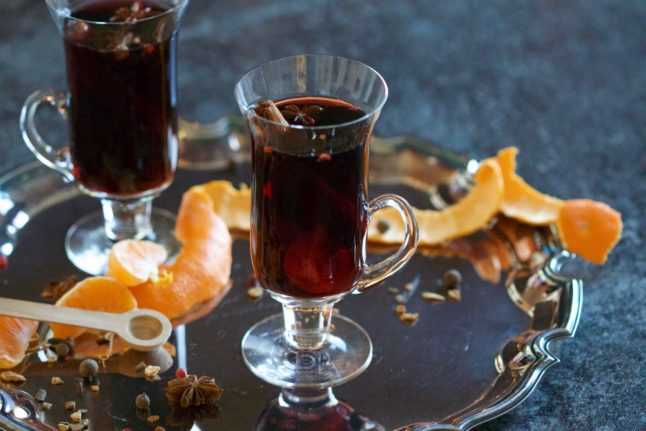 #Navidad: How to make a Spanish version of mulled wine (using Galician fire-water!)