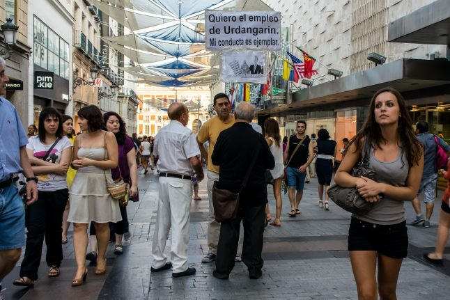 How rich are Spaniards and how much do they earn?