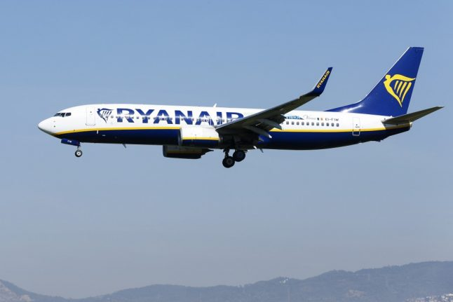 Which airlines are still flying from UK to Spain following quarantine announcement?