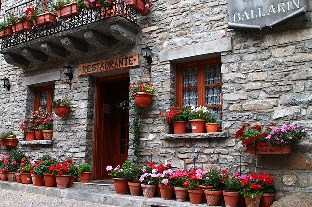 What to order at a restaurant in each region in Spain