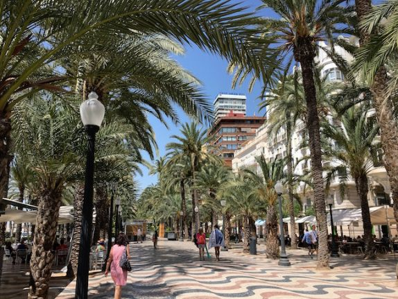 Where are the best places to set up a business aimed at expats in Spain?